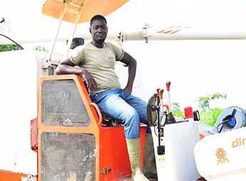 Un Togolais mécanise la culture du riz en Côte d'Ivoire