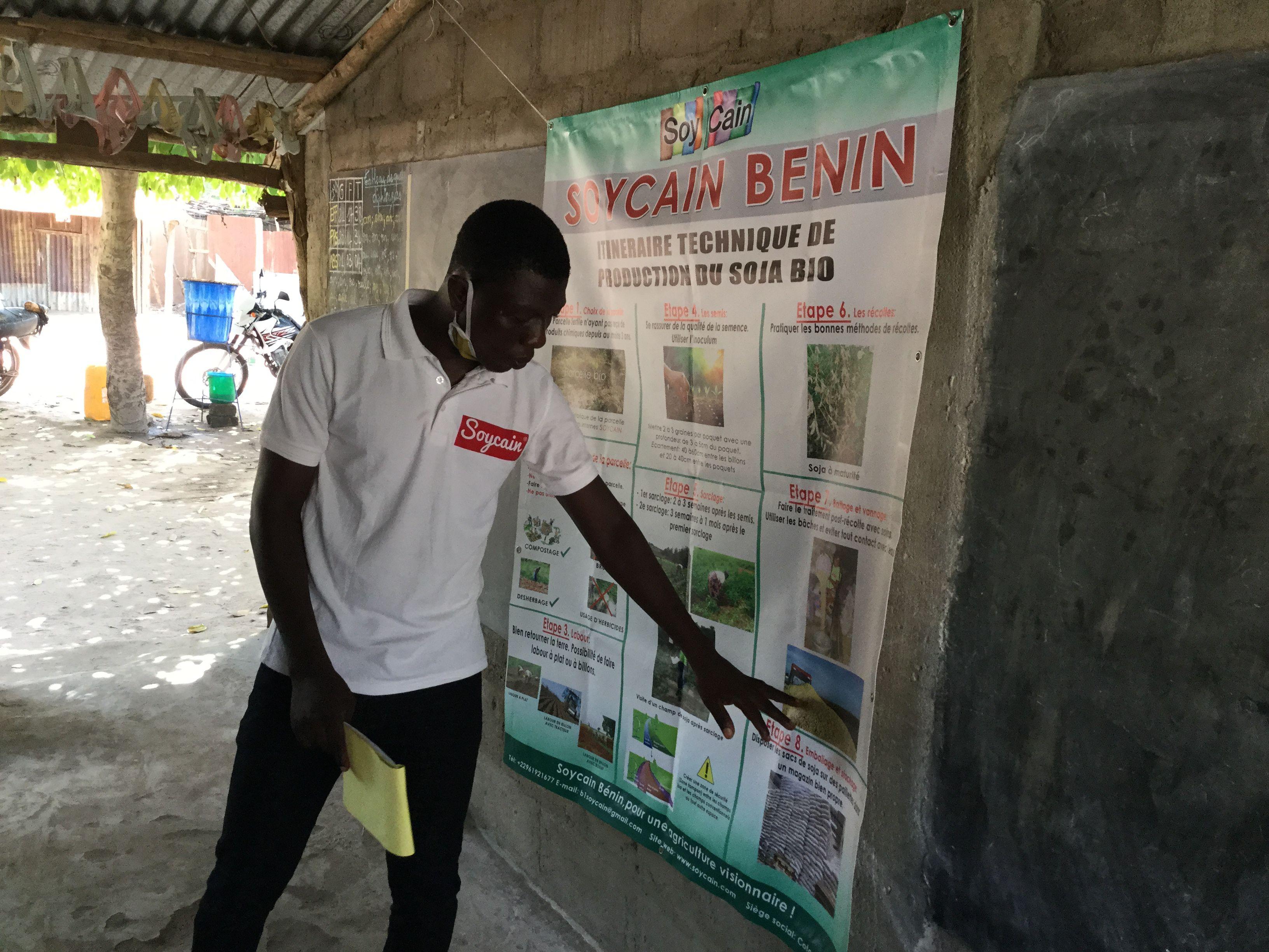 Séance d'échanges et de formation des producteurs sur la production biologique pour le respect strict des normes bio suivi du signature des fiches d'engagement dans la commune de Ouèssè chez Soycain Bénin