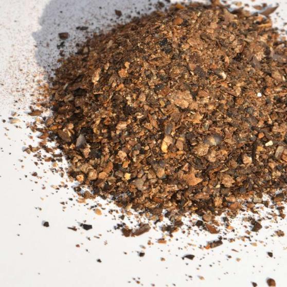poudre de ricin éparpillée; tourteau de ricin